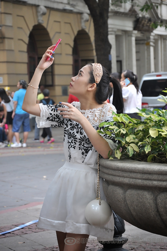 Selfie girl in Shamian Island