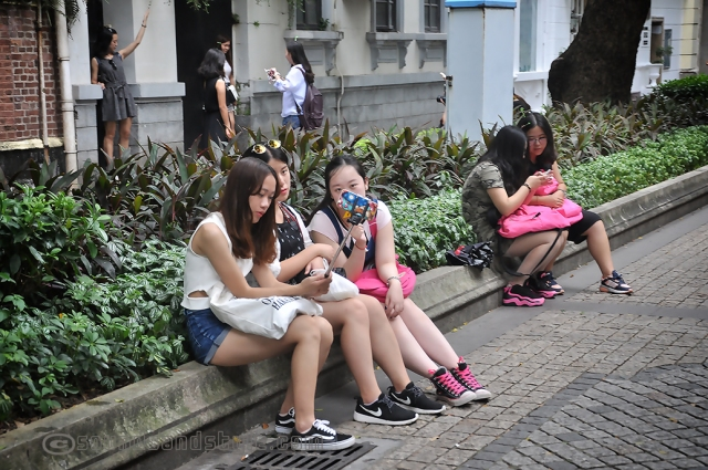 Selfie girls in Shamian Island