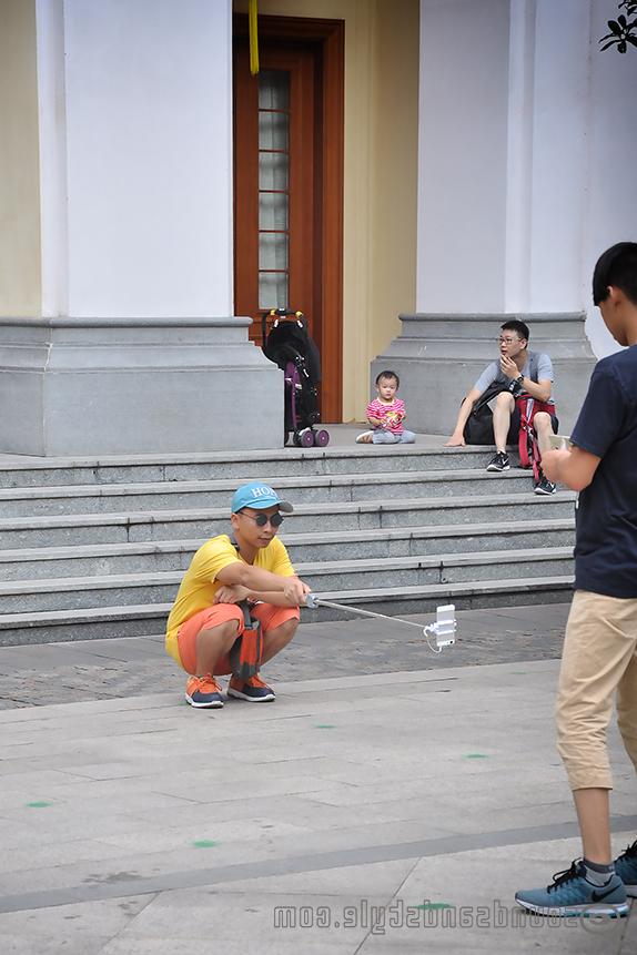Selfie boy in Shamian Island/Guangzhou
